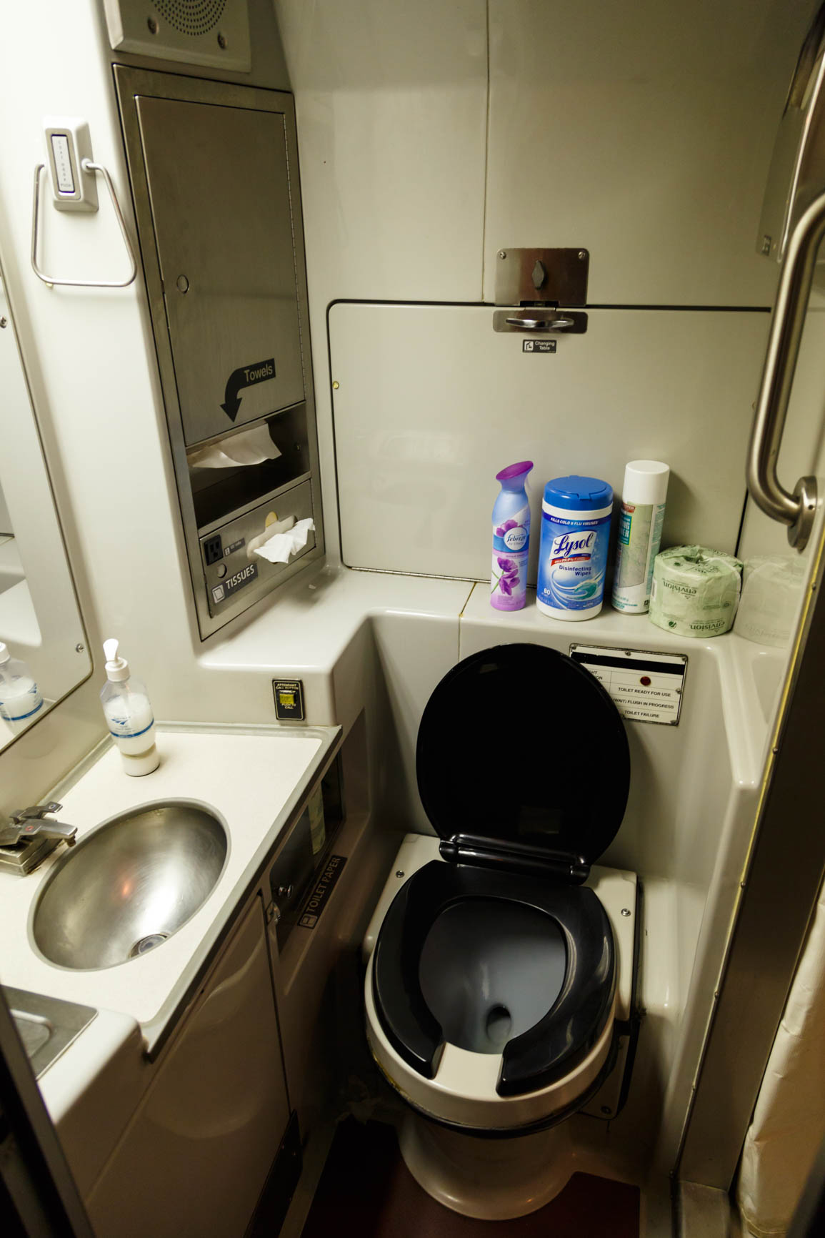 Review Of Amtraks California Zephyr And Coast Starlight The Cross - Bathrooms on amtrak trains